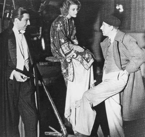 Tod Browning directing Bela Lugosi and Helen Chandler in %22Dracula%22 (1931)