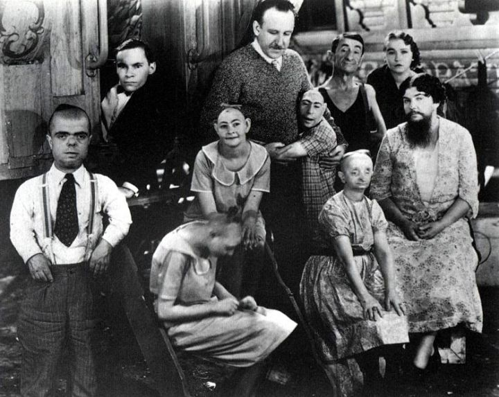 Tod Browning Freaks Browning and cast