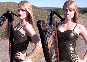 Creeporia Twins Camille, Kennerly