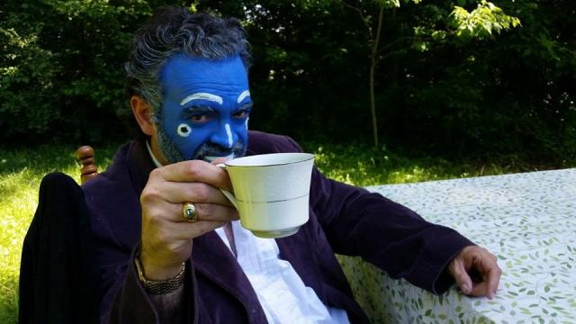 BlueMahler unrequited. Toasting with Tea.