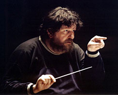 Oliver Knussen conducting