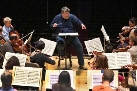 Oliver Knussen rehearsing