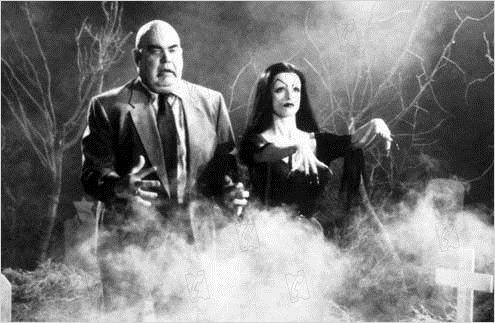 ED WOOD (1994) George %22the animal%22 Steele and Lisa Marie