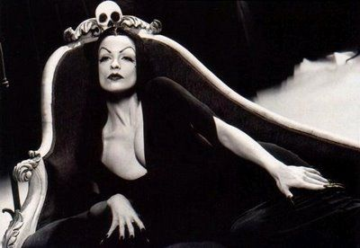 ED WOOD (Lisa Marie as Vampira)