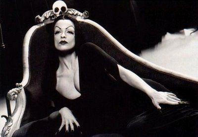 ED WOOD (Lisa Marie as Vampira)