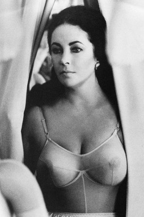 REFLECTIONS IN A GOLDEN EYE (HUSTON) ELIZABETH TAYLOR