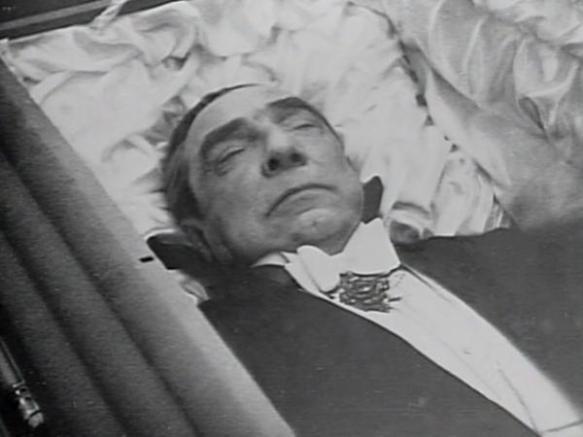Bela Lugosi buried in his Dracula cape