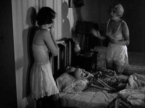 Night Nurse (1931 Dir. Wellman) Joan Blondell, Barbara Stanwyck