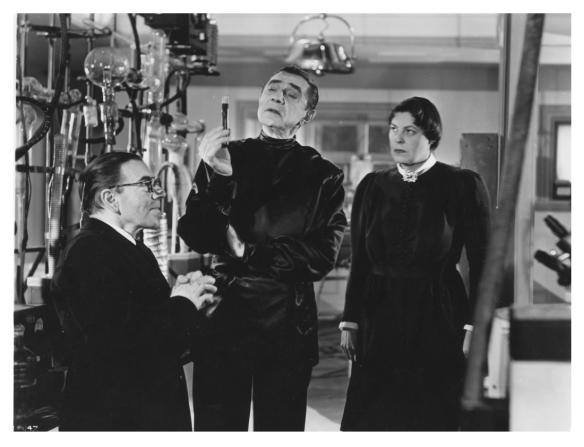 VAMPIRE OVER LONDON (1952) BELA LUGOSI