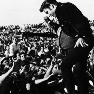 Elvis Presely in concert 1956