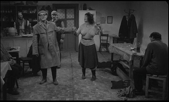 SATANTANGO (1994 Bela Tarr)