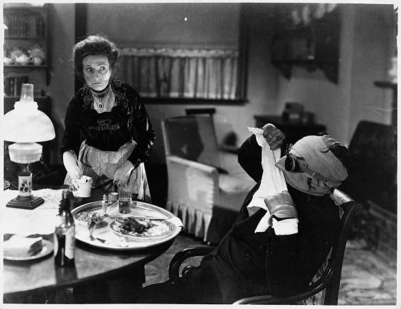 THE INVISIBLE MAN (1933 James Whale) Una O' Connor, Claude Rains