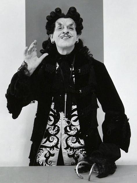 BORIS KARLOFF AS CPATIAN HOOK IN PETER PAN (1950 LEONARD BERNSTEIN)