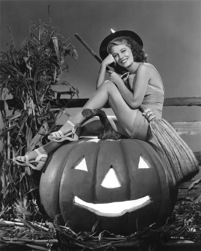 HAPPY HALLOWEEN Anne Nagel