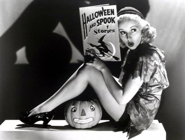 HAPPY HALLOWEEN Betty Grable