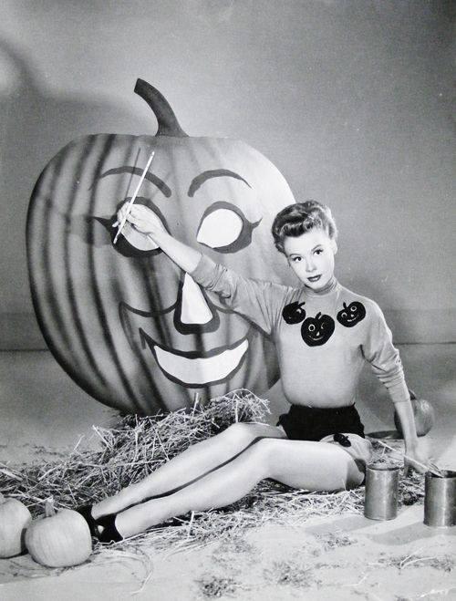HAPPY HALLOWEEN Vera Ellen.
