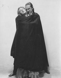 Dracula (1931 Tod Browning) Helen Chandler, Bela Lugosi publicity still